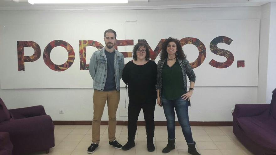 Luis del Piñal, Verónica Ordóñez y Rosana Alonso, candidatos en las primarias de Podemos Cantabria.