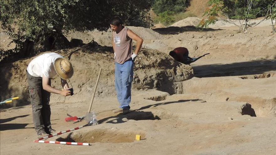 Hallan en Toledo una gran vasija de almacenaje de la primera Edad de Bronce