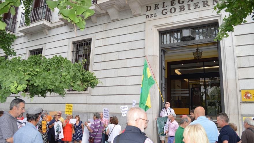 Concentración de los pensionistas frente a la Delegación del Gobierno de Cantabria
