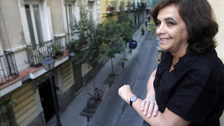 La escritora argentina Shua lamenta que se pirateen muchos libros en español