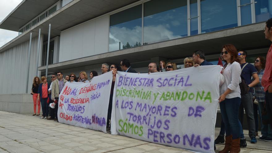 Concentración por las residencias públicas de mayores de Toledo / Foto: Javier Robla