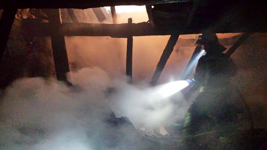 Mueren seis vacas en el incendio de una cuadra en Rionansa