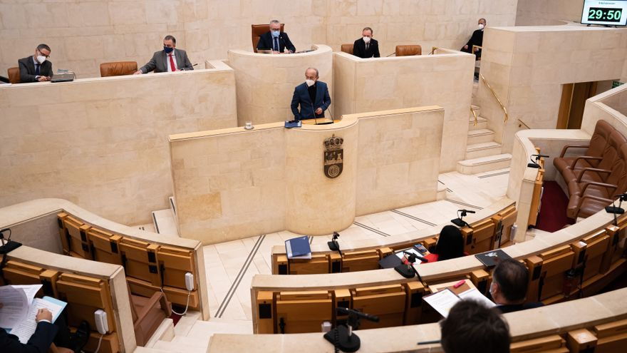 Archivo - El consejero de Industria, Turismo, Innovación, Transporte y Comercio, Javier López Marcano, en el Parlamento