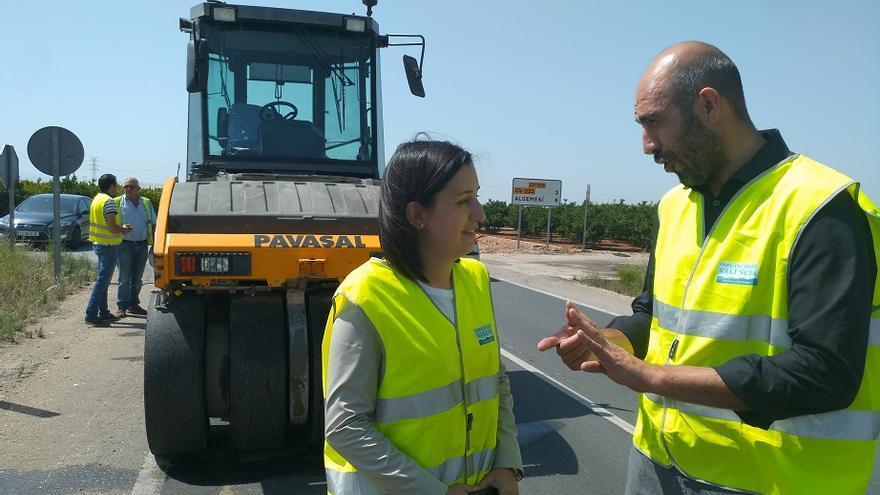 Pablo Seguí, diputado de Carreteras, y Marta Trenzano, alcaldesa de Algemesí