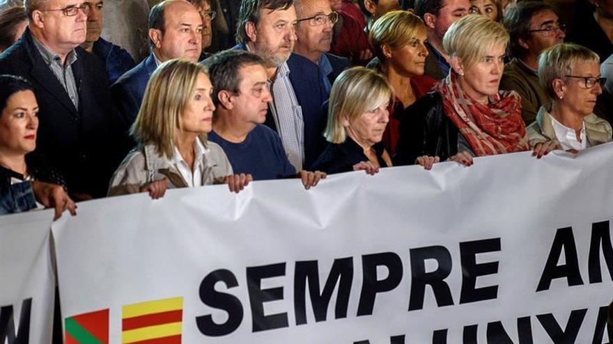 El PNV se concentra en silencio en Bilbao contra la prisión de los exconsellers
