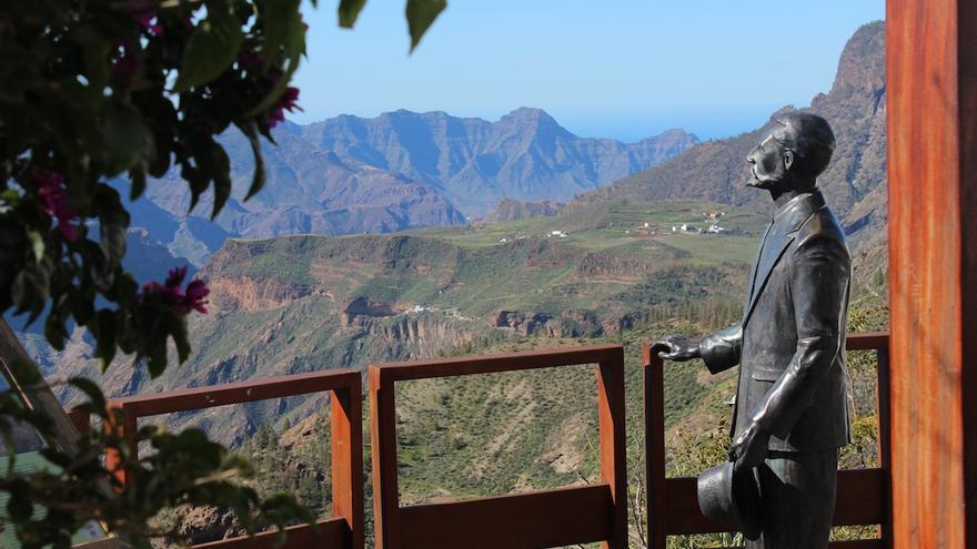 Estatua de Miguel de Unamuno en Artenara