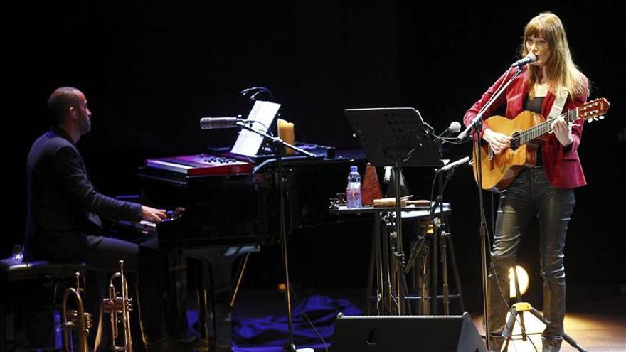 Carla Bruni cantará contra el ébola