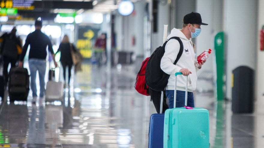 Sanidad comprobará la PCR de todos los viajeros internacionales en Baleares