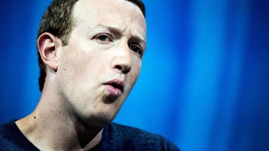 """Acusan a Zuckerberg de crear un """"sistema malicioso"""" para lucrarse con datos"""