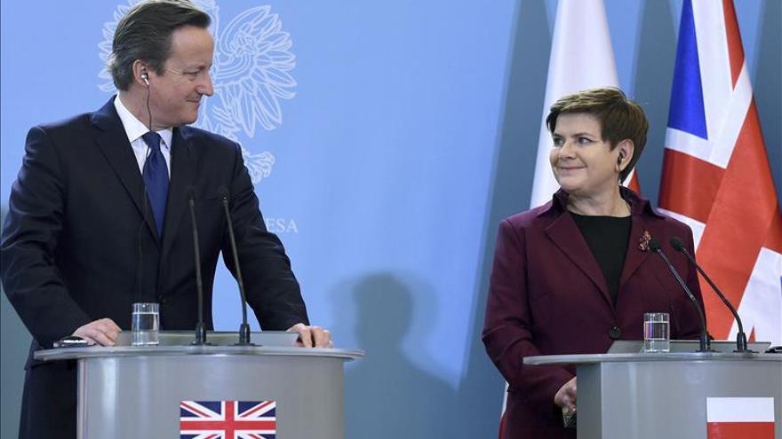 Cameron cree que la crisis de refugiados puede empujar al R.Unido a la salida de la UE