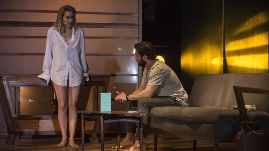 Un momento del ensayo de la representación teatral de la novela 'El hombre duplicado'. EFE/JAVIER FUENTES.