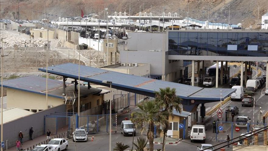 Detenidos dos españoles con inmigrantes en el salpicadero y el asiento del coche