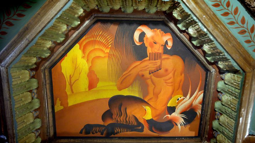 Los frescos del joven Renau evocan escenas de animales y personajes mitológicos.