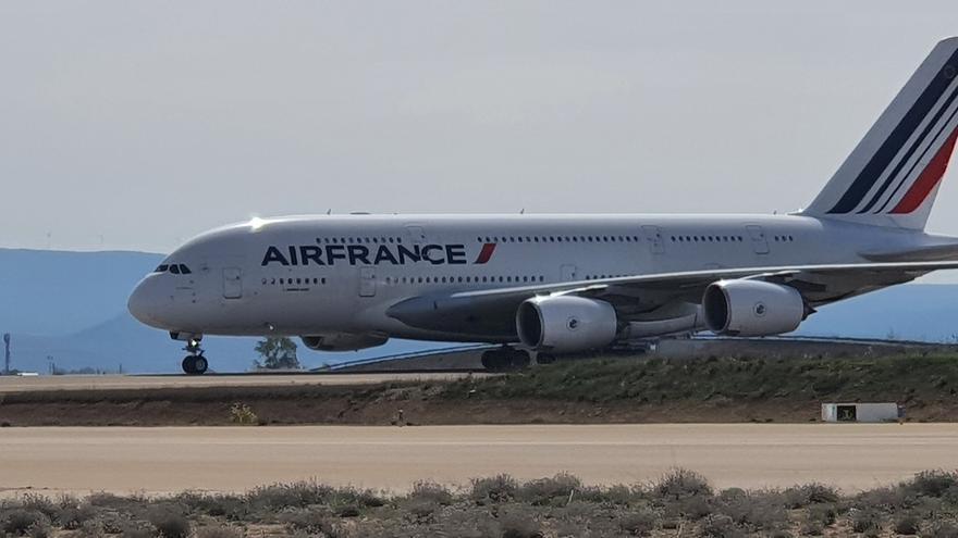 Uno de los Airbus 380 de AirFrance que han aterrizado esta mañana en Teruel