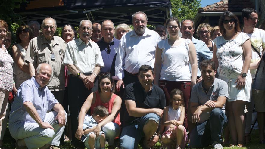 Vicente García estuvo rodeado de multitud de familiares, amigos y vecinos.