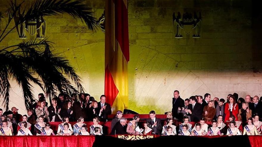 Una multitudinaria Crida en las Torres de Serranos inaugura las Fallas 2016