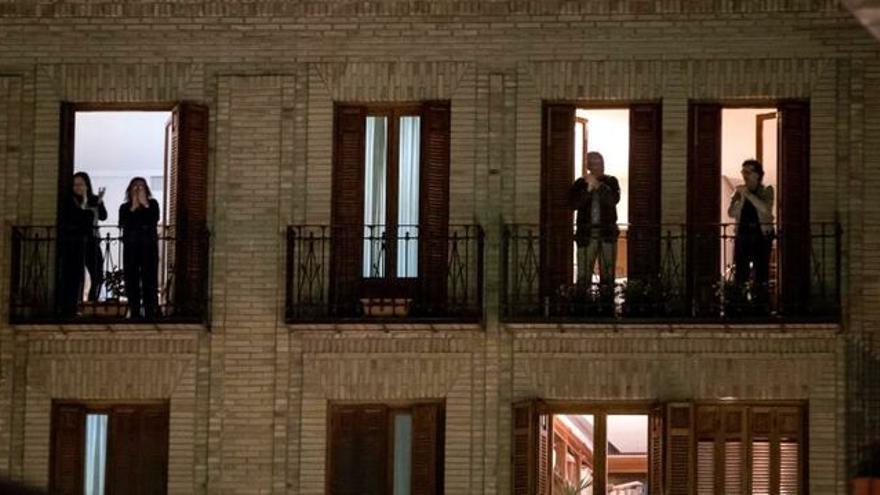El aplauso sanitario desde las ventanas. EFE