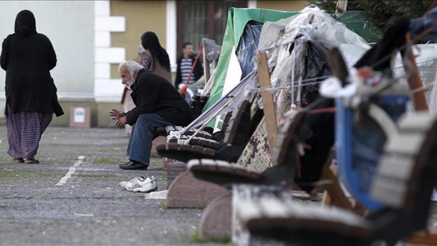 Refugiados sirios en el parque público donde viven en tiendas de campaña, en el barrio de Bahçelievler en Estambul, Turquía. / Efe