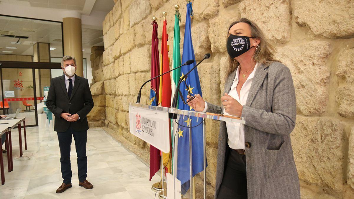 Isabel Albás, en rueda de prensa este martes, junto a Miguel Ángel Torrico.