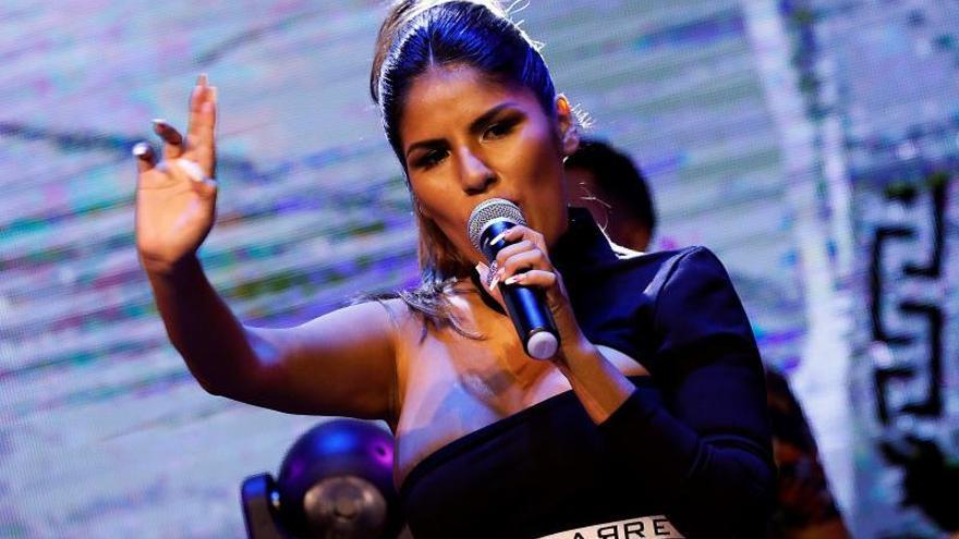 La hija de Isabel Pantoja debuta en el escenario en ausencia de su madre