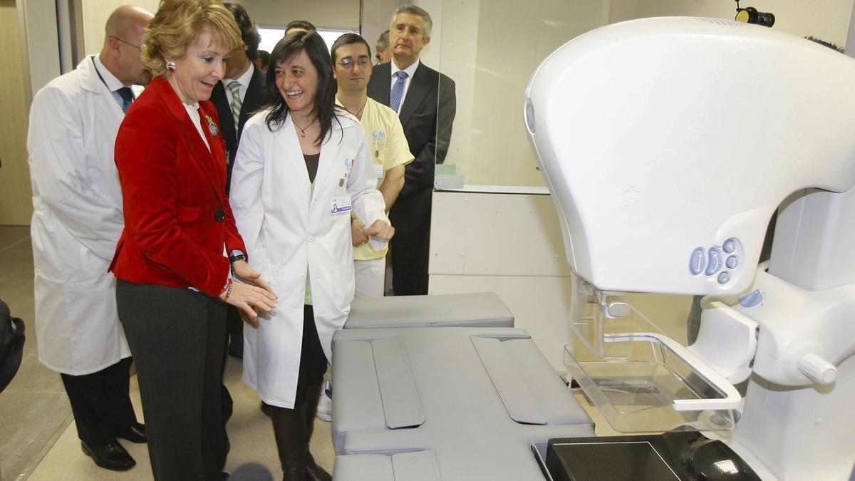 Esperanza Aguirre visita las instalaciones del Hospital Infanta Leonor el día de su inauguración, el 29 de febrero de 2008