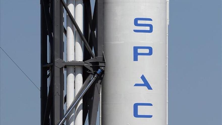El cohete de SpaceX retorna con éxito a la Tierra tras poner varios satélites en órbita