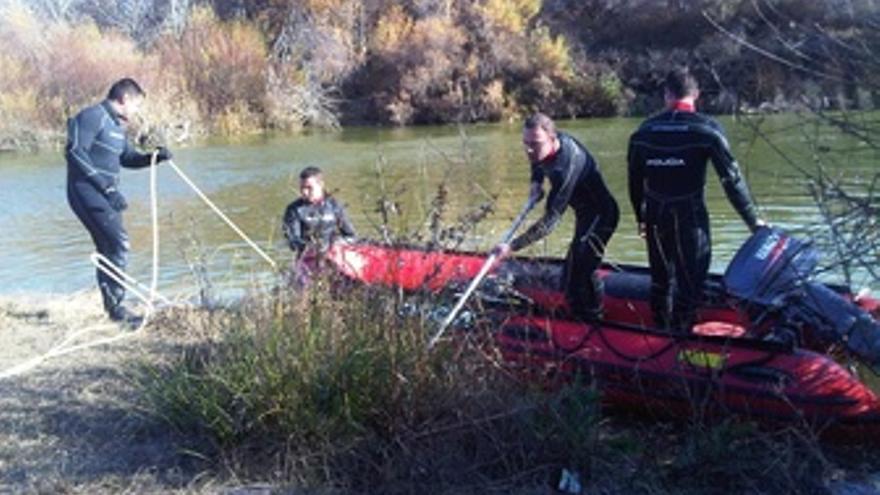 Trabajos En El Río Para Buscar A Ruth Y José