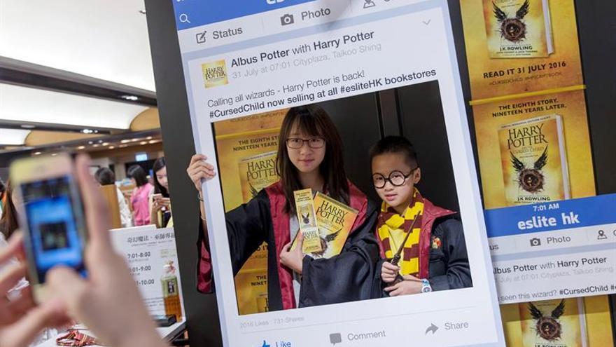 Cientos de seguidores de Harry Potter compran el guión de la nueva obra teatral