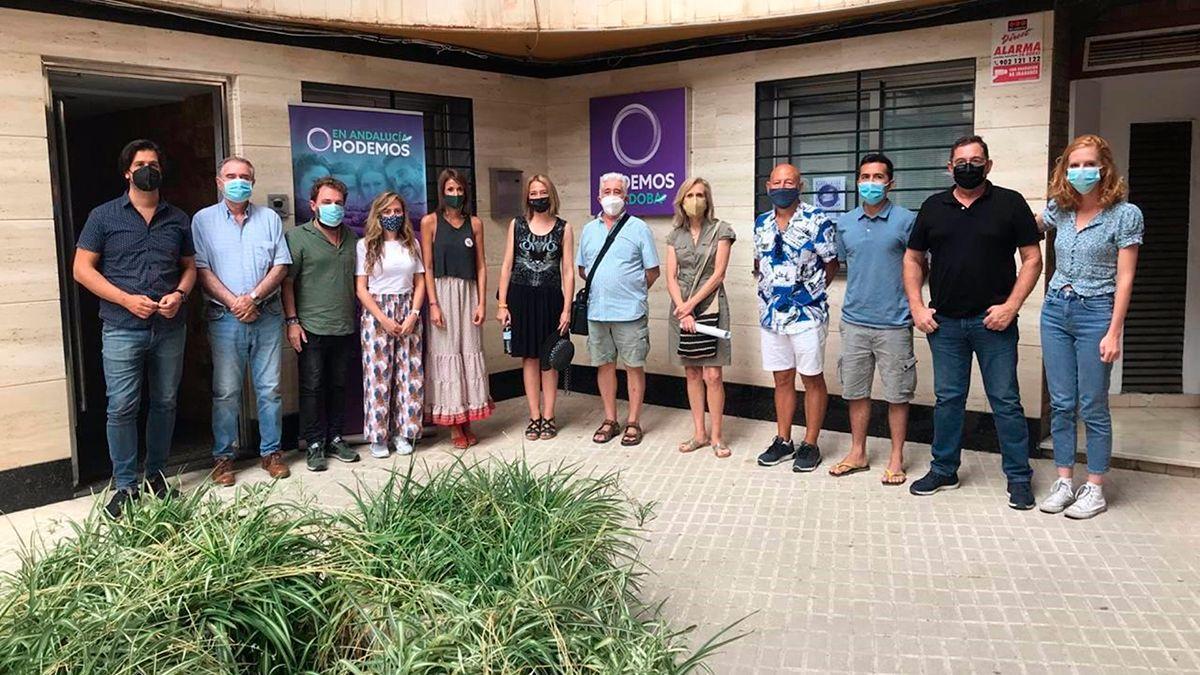 Participantes en la reunión con Podemos, Andalucía Laica y la Asamblea Memorialista Andaluza.