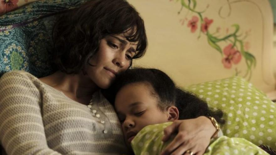 Paula Patton y Aria Birch, las dos protagonistas de 'Somewhere Between'