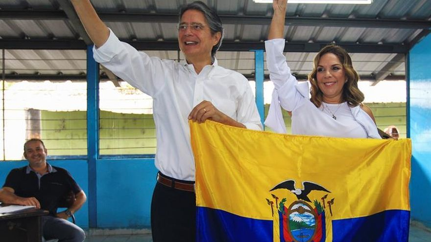 """Guillermo Lasso insta a ejercer """"en paz"""" el voto en un día """"crucial"""" para Ecuador"""