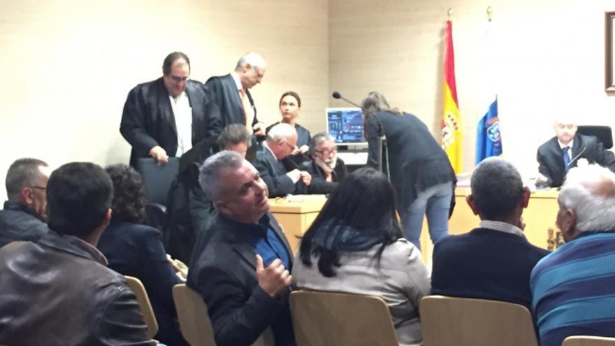 Imagen de la sesión de este viernes, en los juzgados La Laguna, con Juan José Dorta mirando atrás