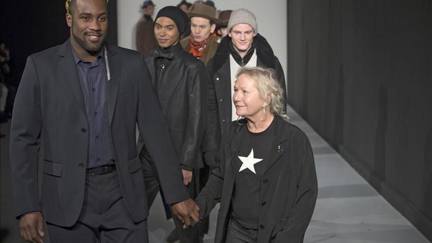 Agnès B. defendió su originalidad con éxito en la pasarela de París
