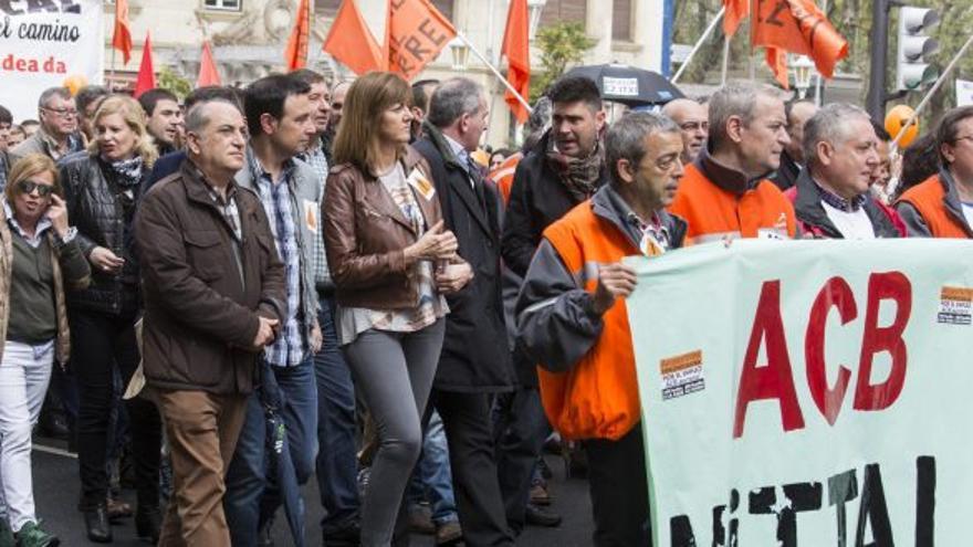 Idoia Mendia en la manifestación de apoyo a la industria.