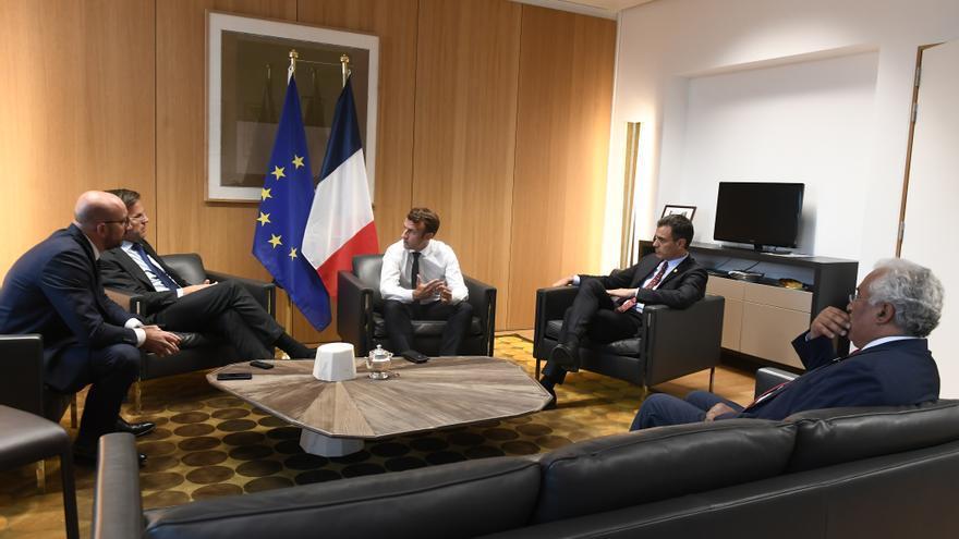 Macron explica a Michel, Rutte, Sánchez y Costa cómo están las cosas.