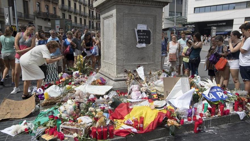 Homenaje a las víctimas de los atentados de Barcelona y Cambrils en la Rambla de Barcelona.