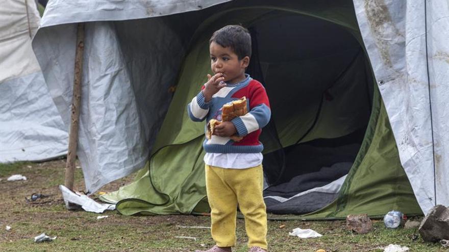 Maestros griegos preparan a niños refugiados para la escolarización