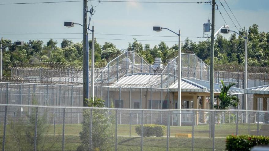 Detalle de un edificio del centro de detención de Krome en Miami, Florida (EE.UU.) EFE/Giorgio Viera/Archivo