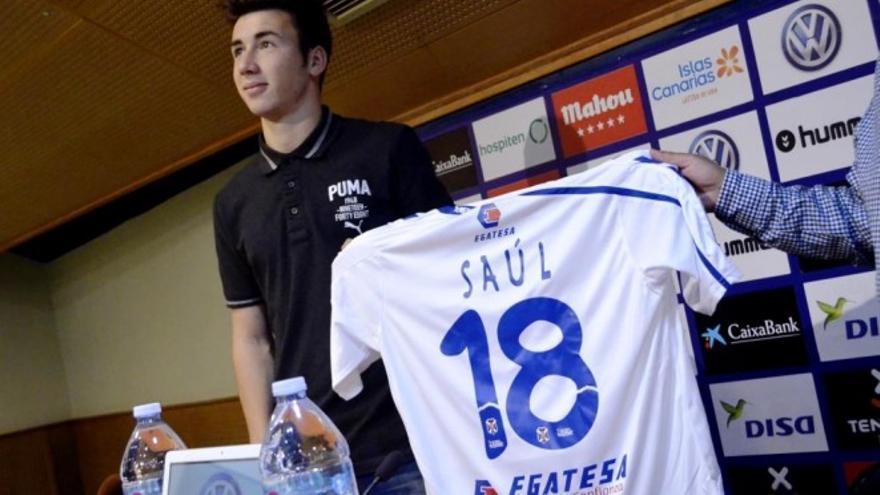 El lateral izquierdo de 21 años, Saúl García, que llega cedido al CD Tenerife del Deportivo de La Coruña.