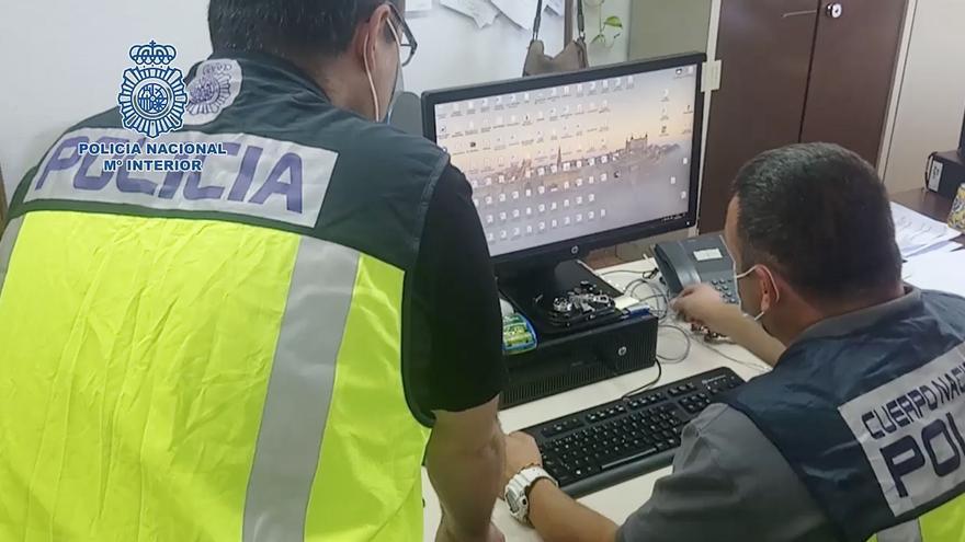 La Policía Nacional, en la operación de investigación a varias personas que compartieron 'steackers' de contenido pedófilo