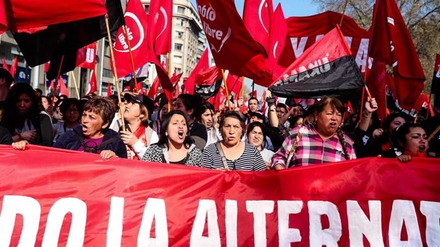 Tras 45 años, el golpe de Pinochet aún divide a los chilenos, según una encuesta