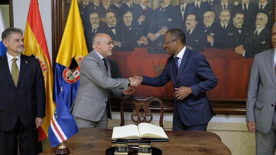 El presidente del Cabildo de Gran Canaria, Antonio Morales y el primer ministro de Cabo Verde José Ulisses Correia e Silva