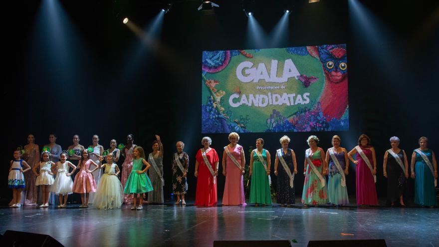 Foto de familia con las candidatas a reinas del Carnaval en 2019