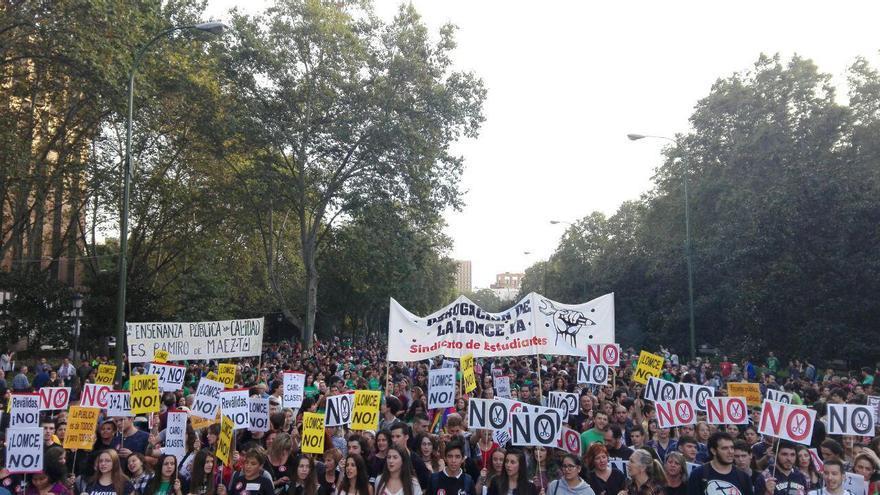 Una de las cabeceras de la manifestación contra las reválidas en Madrid. / S.P