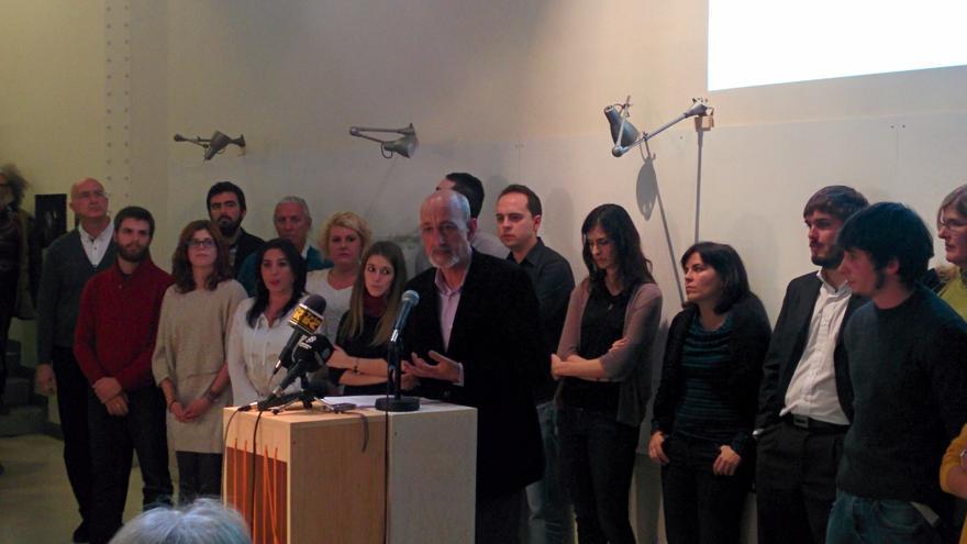 Jesús Montero, con el resto de los miembros de Claro Que Podemos Madrid durante la presentación.