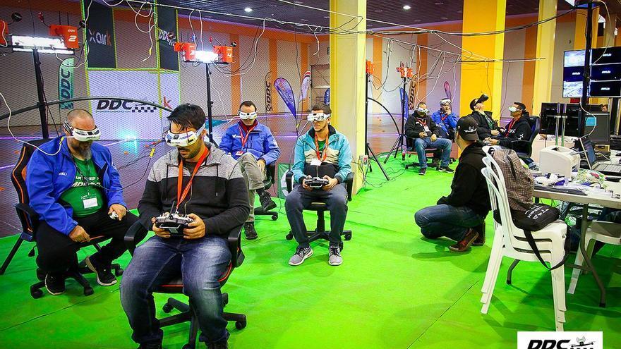 Los pilotos que acudieron al evento organizado por Drones de Carreras