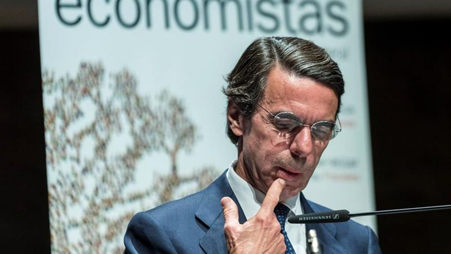 """Aznar alerta de la """"tentación"""" ante el 26J de """"polarizar"""" a los españoles"""