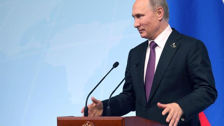 Putin confía en mejorar relaciones con EEUU y niega