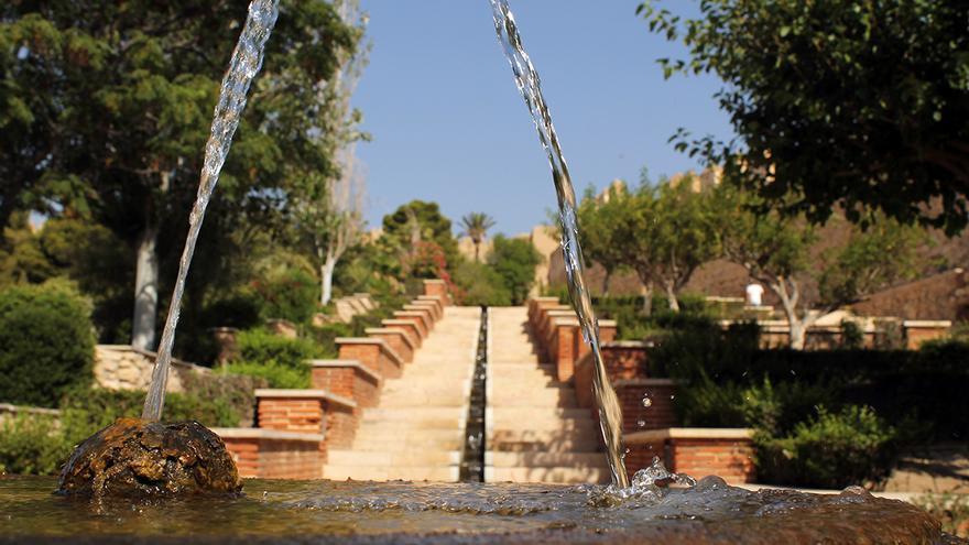 Jardines modernos y canales de agua del primer recinto. / JUAN MIGUEL BAQUERO