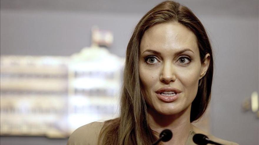 Angelina Jolie también planea extirparse los ovarios, según la revista People